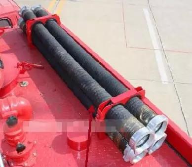 传统消防车吸水管
